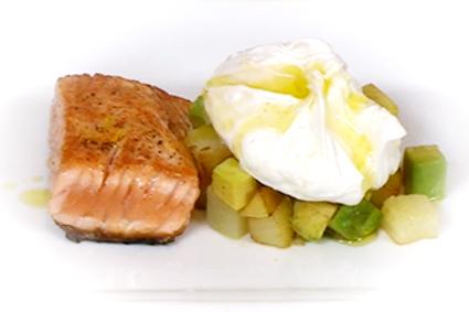 Salmon-con-patata-y-huevo-escalfado