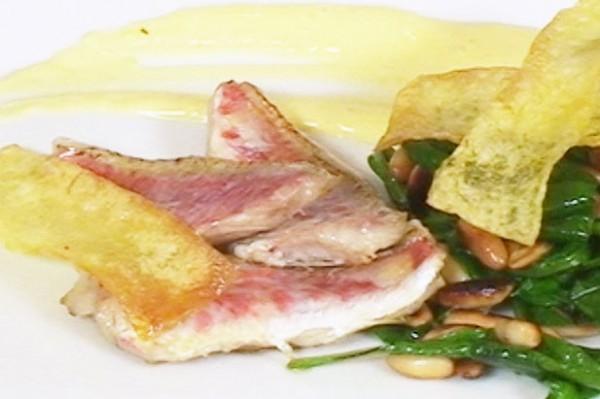 salmonete-con-espinacas-patatas-salsa-de-ajo