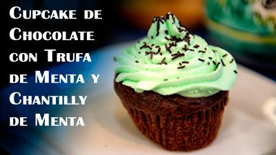 Cupcake-de-Chocolate-con-Trufa-de-Menta-y-Chantilly-de-Menta